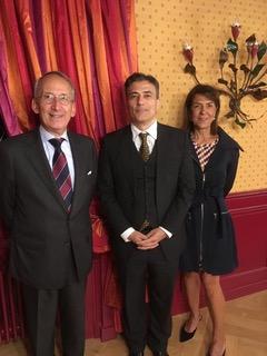 Christian Pauletto entouré d'Hervé Arot Président du Cercle des Amitiés Internationales et de Maria Teresa Dutli, Vice-Présidente.